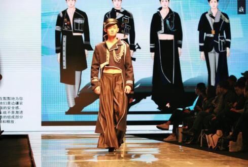 大连艺术学院 95 后毕业生创新服装设计亮相时装周